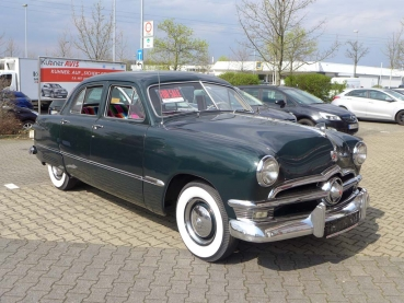 "Ford Custom Deluxe Fordor Sedan ""Shoebox"" - US Import"